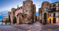 discovering Plaça Nova during the barcelona free tour