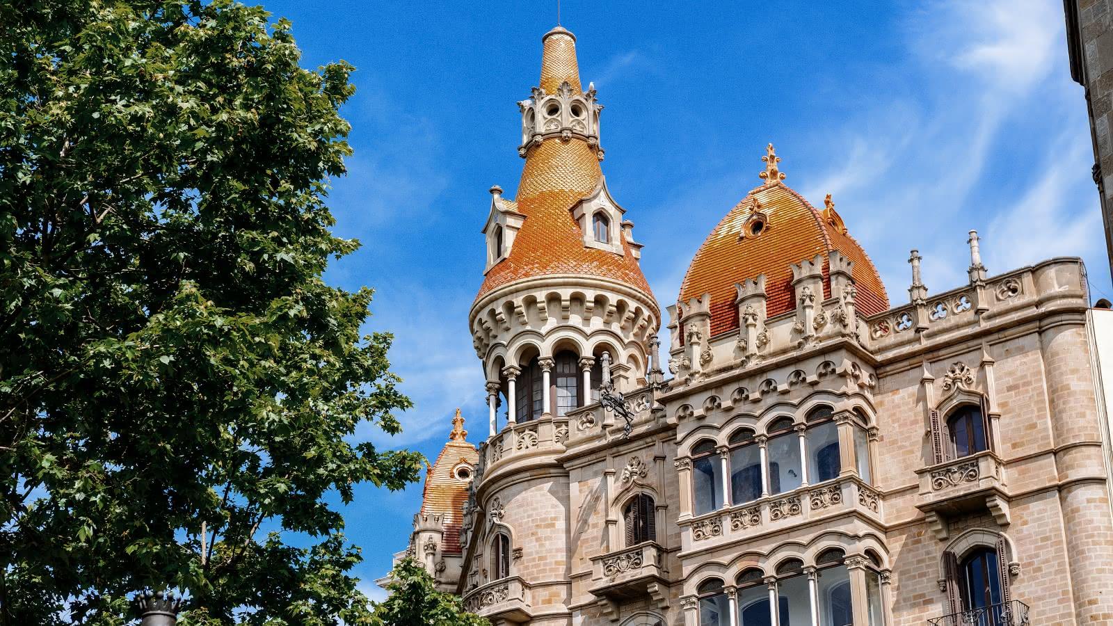 barcelona gaudi walking tour