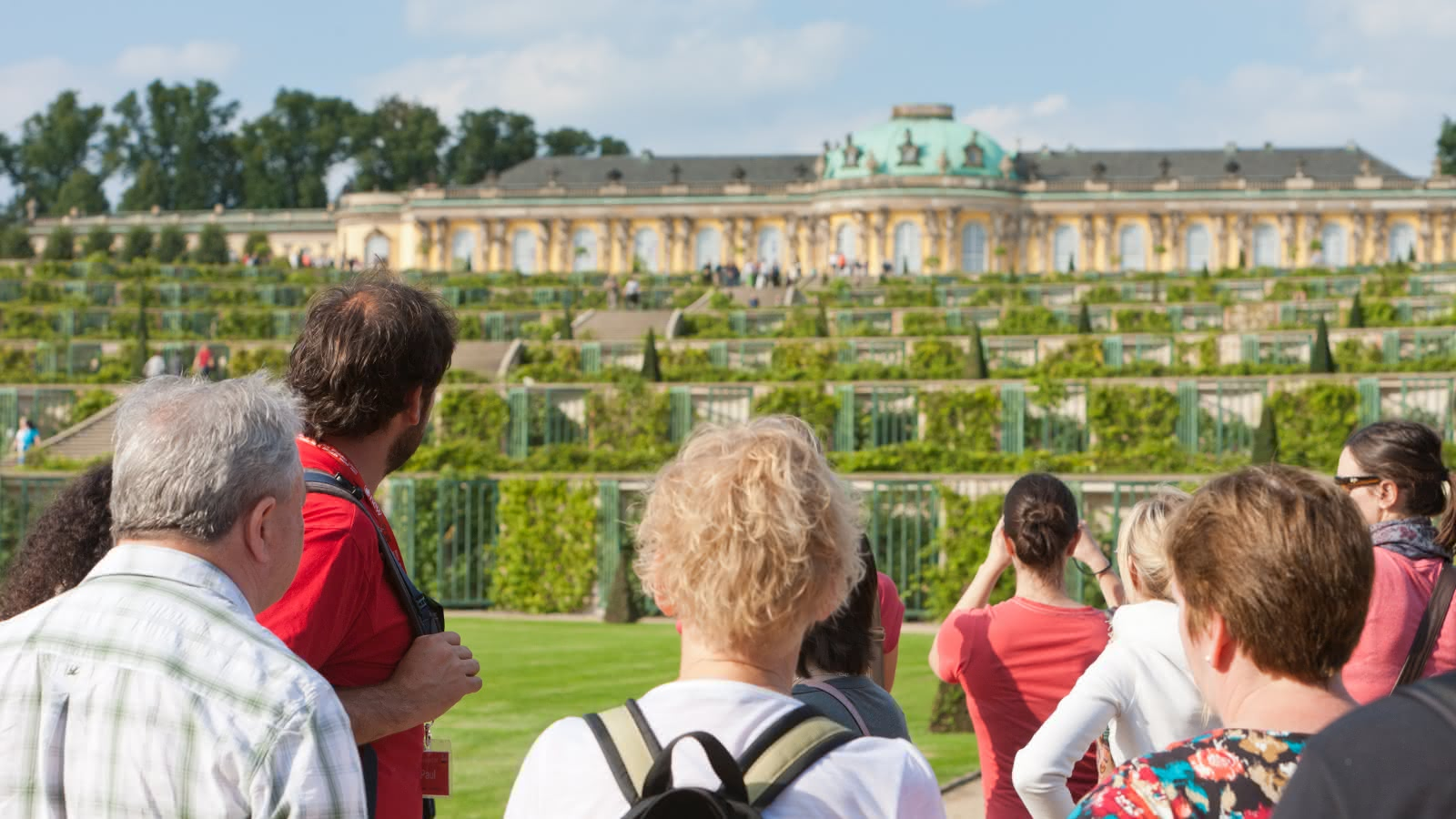 SANDEMANs Potsdam tour group arrive at sanssouci palace