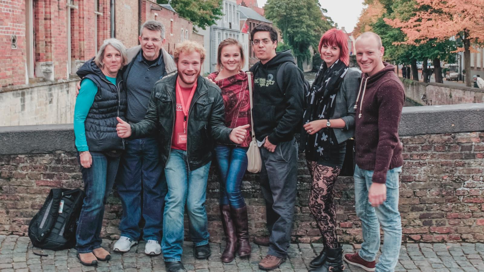 Foto de grupo de los participantes del tour de brujas de sandemans