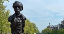Estatua de Multatuli en amsterdam