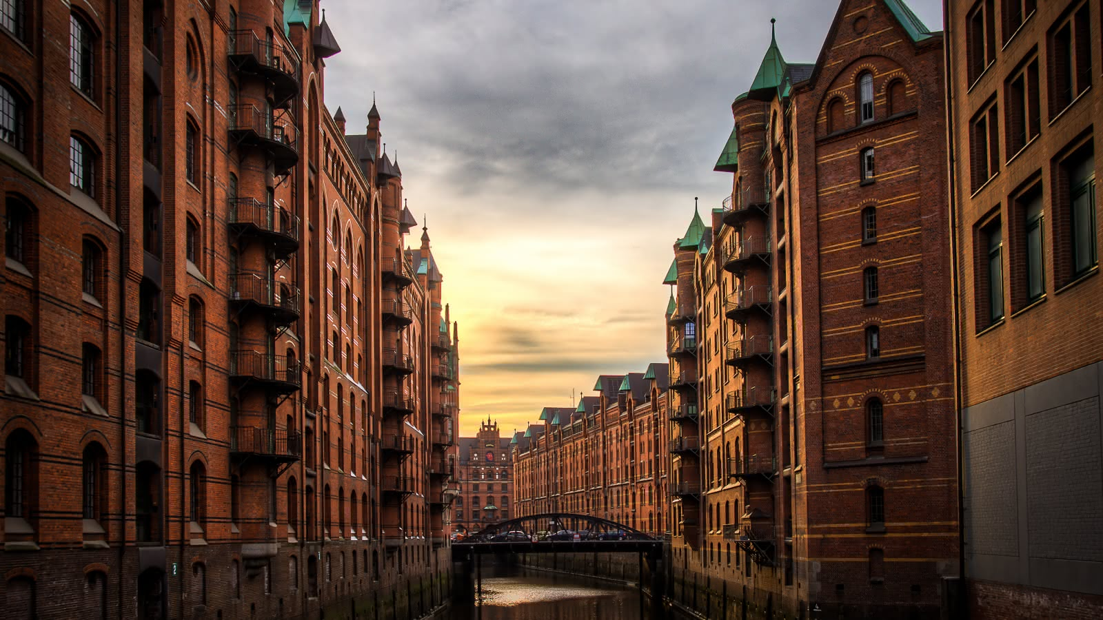 Hamburg warehouse district during the SANDEMANs Speicherstadt and HafenCity Tour
