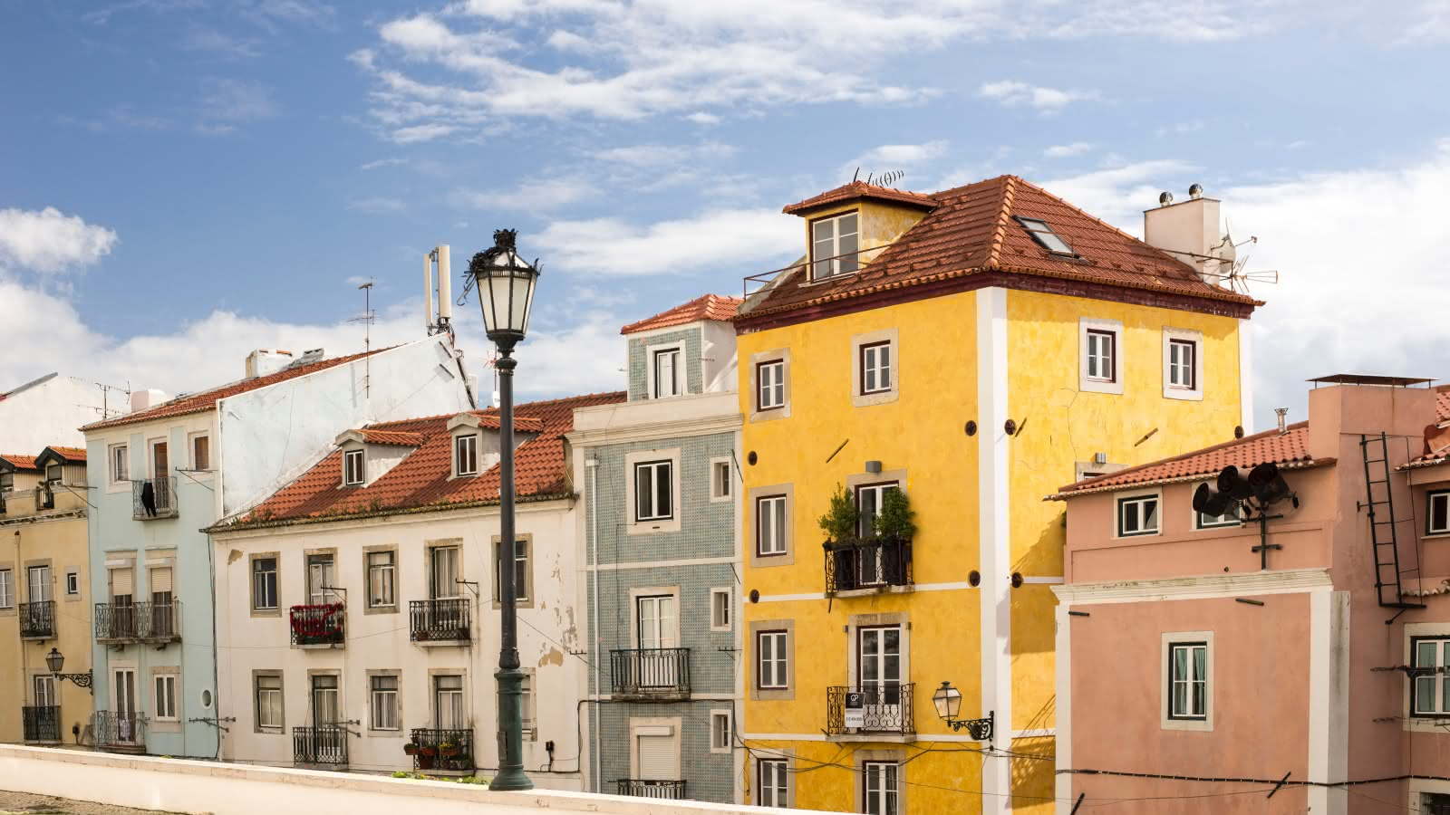 sandemans lisbon walking tours