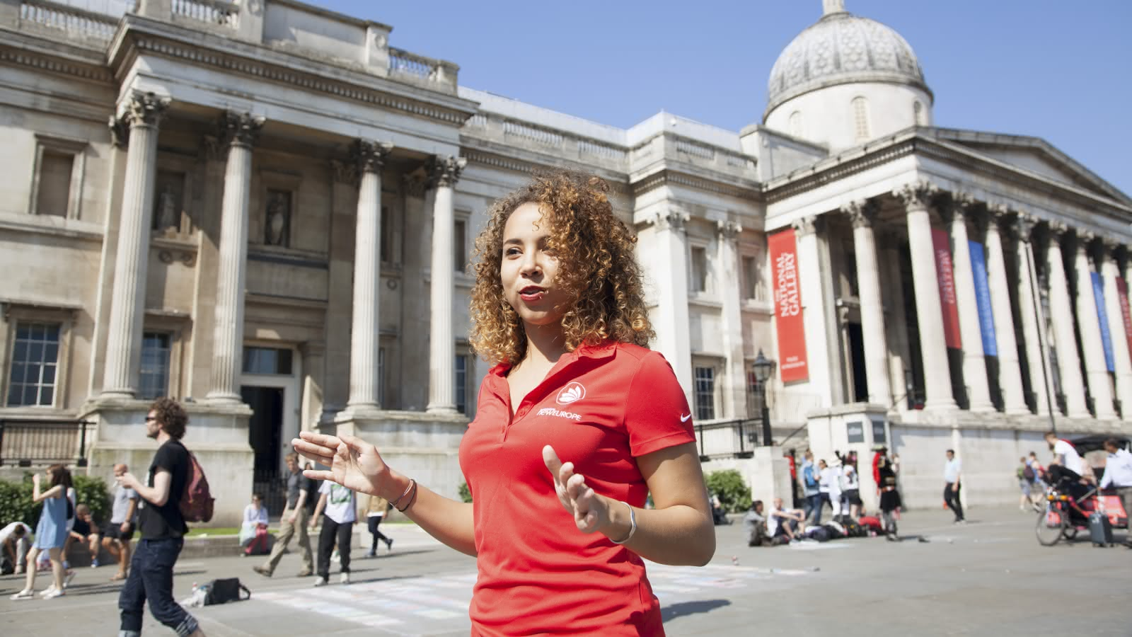 london free tour guide in trafalgar square