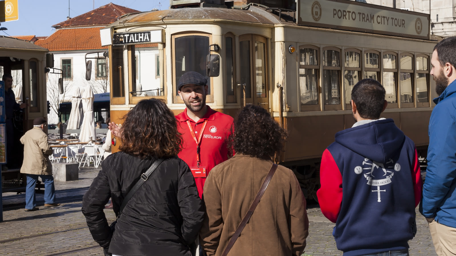 porto local guide showing guests the city