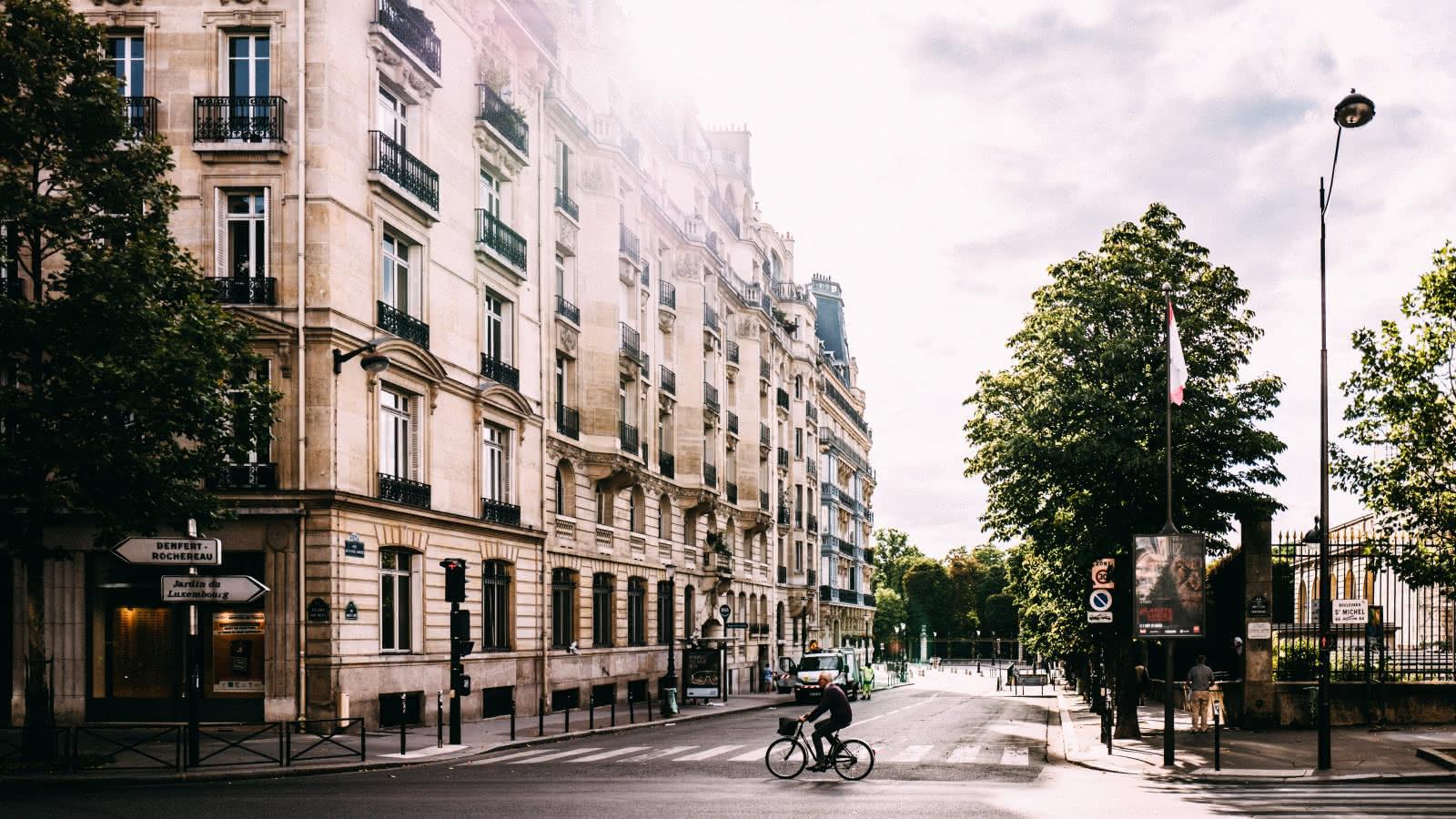 the women of paris tour in paris latin quarter