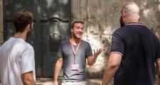 Freelance guide telling stories in Barcelona