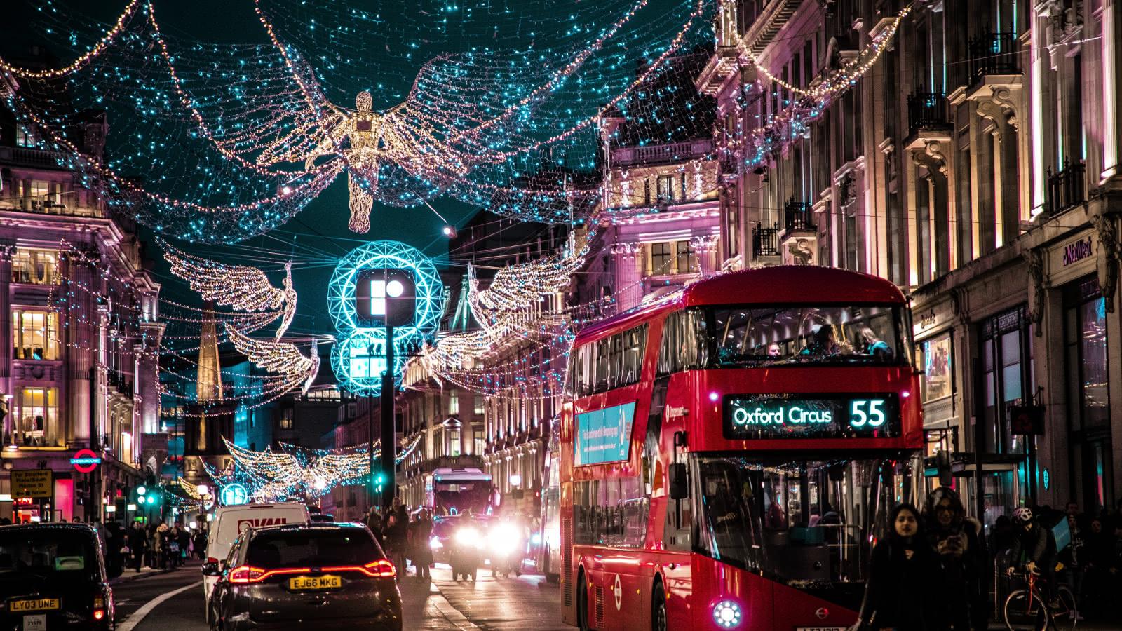 luces de navidad en el centro de londres por la noche
